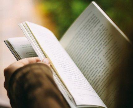 Książki dla rodziców w tematyce Montessori, które warto przeczytać