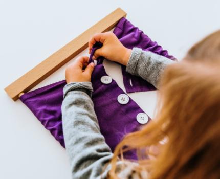 Samodzielność dziecka, czyli kluczowa wartość wychowawcza w pedagogice Montessorii
